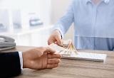 Pedir un préstamo a un banco o a una fintech